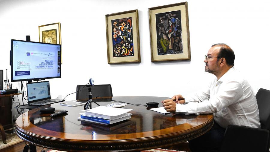O reitor durante a súa intervención na xornada. FOTO: Santi Alvite
