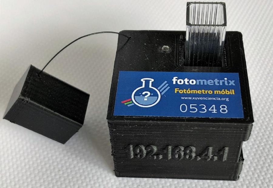 Fotómetro móbil Fotometrix, desenvolvido por investigadores do grupo XuvenCiencia